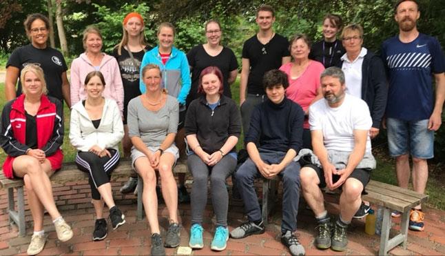 Wenn wieder ein Lehrgang in der Bildungsstätte Bredbeck beendet ist, stellen sich die neuen Übungsleiterinnen und Übungsleiter dem obligatorischen Abschluss-Foto.