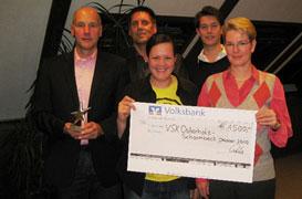 """Strahlende erste Sieger im Wettbewerb """"Sterne des Sports"""": Jürgen Grimm, Ralf Strömer, Jasmin Gehrlein, Jannes Grimm und Karin Simon (von links) freuen sich über den ersten Platz und über den Geldpreis für die VSK-Handicapper."""