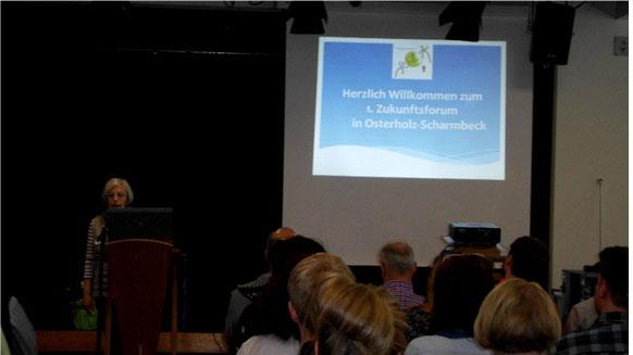 Die KSB-Vorsitzende Edith Hünecken begrüßt die Teilnehmer des 1. Zukunftsforums.
